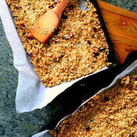 DIY Super Easy Homemade Granola