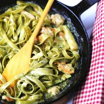Quick and Easy Creamy Pesto, Chicken & Zucchini Fettuccine