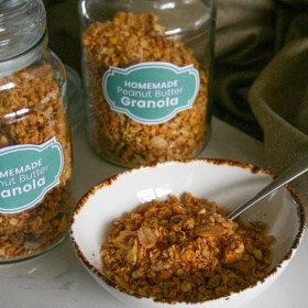 Homemade Peanut Butter Granola (FREE Printable Jar Label)
