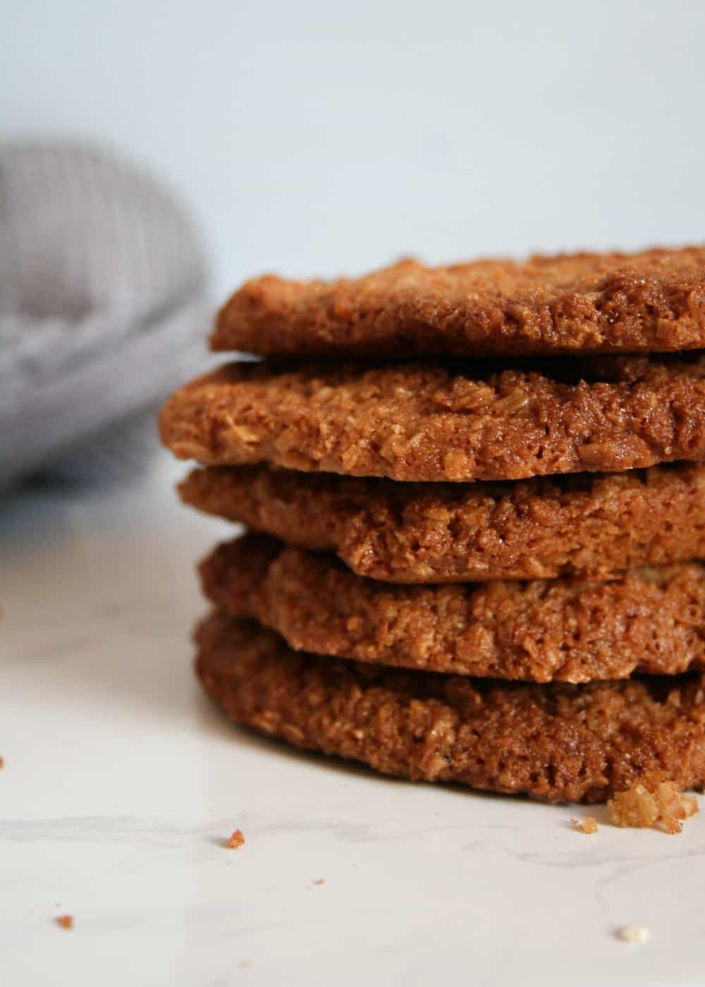 Clean Eating Crispy and Crunchy Coconut and Oat Biscuits #cleaneating