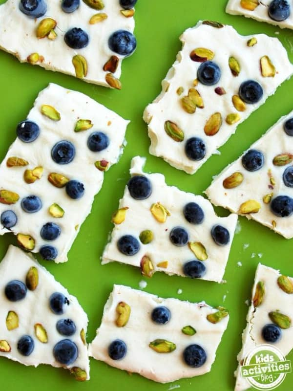 Clean Eating and kids? Yes, you can get your kids eating more fruit and veggies. The trick is to make clean eating snacks that they will enjoy. Here are 11 Kid friendly clean eating snacks that will keep them coming back for more.