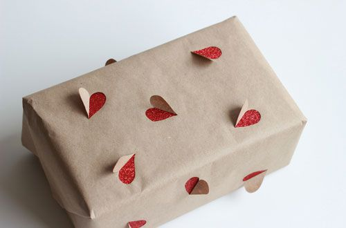 16 Free or Cheap DIY Christmas Gift Wrapping hacks using easy, recycled materials.