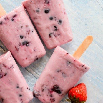 Clean Eating frozen yogurt and berries ice cream