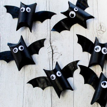 toilet roll bat - DIY Halloween treat boxes