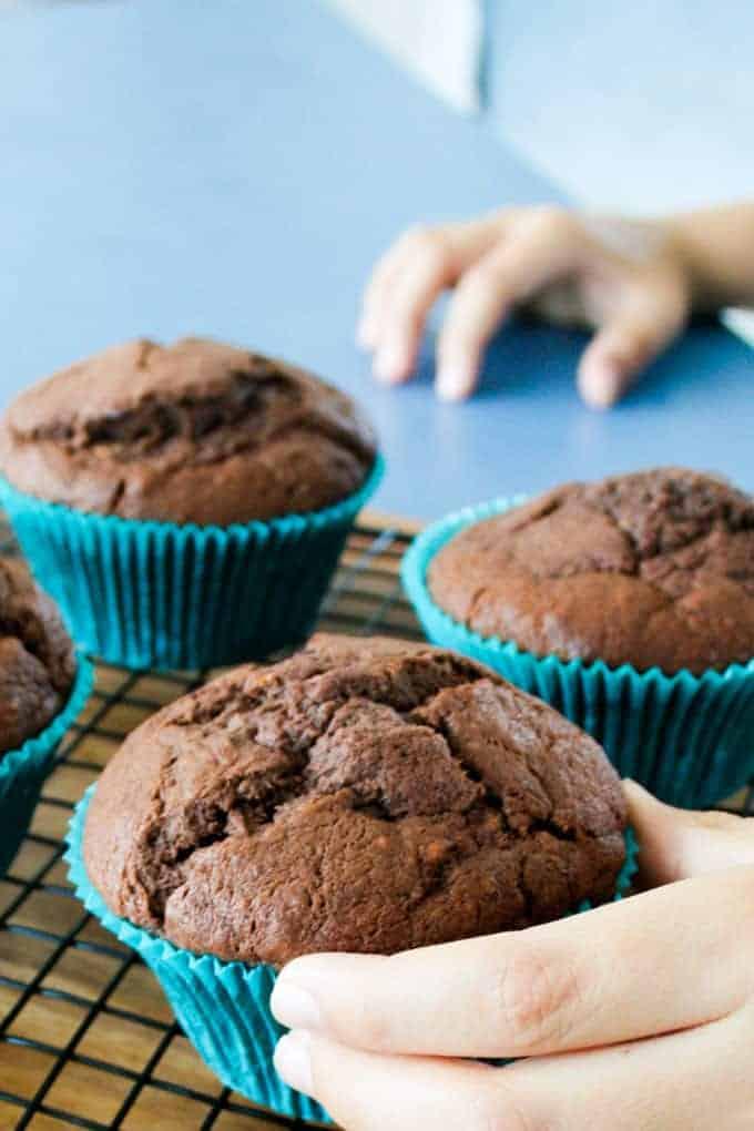 clean-eating-chocolate-banana-muffins